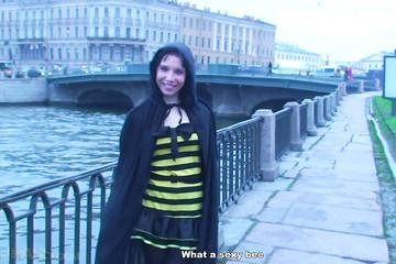 Групповой хеллоун для голой пчелки Майи