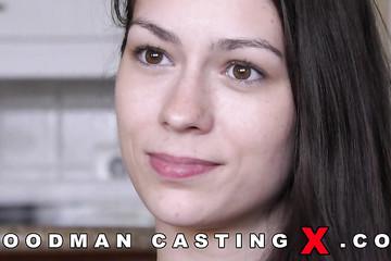 Актриса дает эротическое интервью Вудману