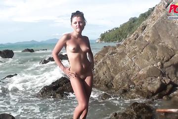 Кинул пару палок подружке в Таиланде на пляже и в отеле