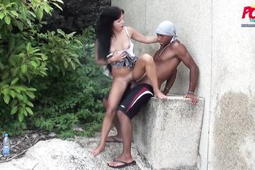 Горячий секс за углом подворотни в Таиланде