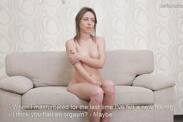 18 летняя красотка из России позирует на кастинге